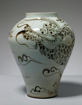 jar, stoneware with underglaze iron-brown dragon motif