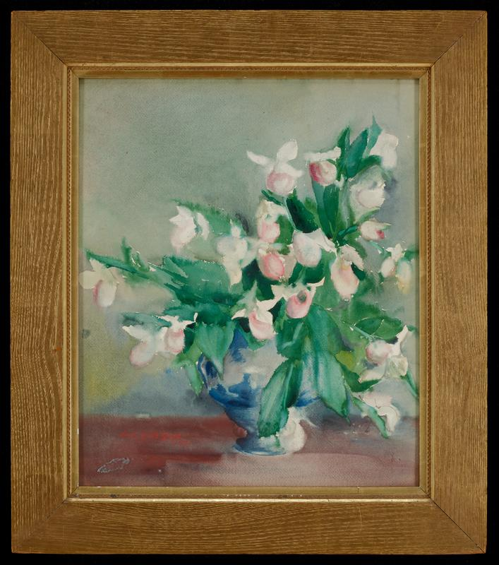 blue footed vase with large bouquet of pink and white flowers