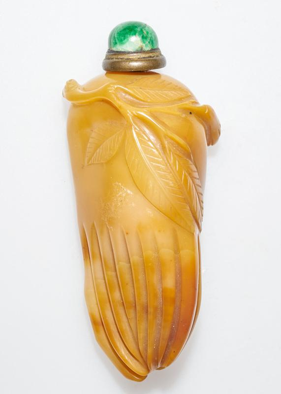Snuff bottle. agate. Green jade top. Carved in the form of the Hand of Buddha Fruit (citron).