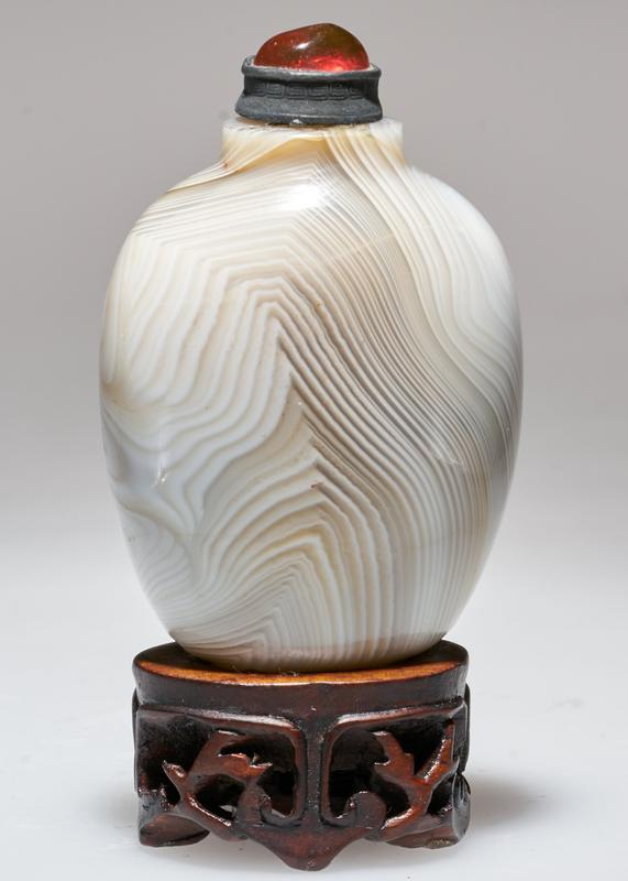 Snuff bottle, Agate. Silver top, with red glass.
