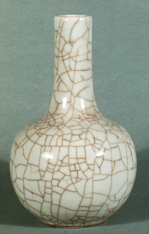 Bottle, round body, long cylindrical neck, white porcelain surface covered with giant crackle.