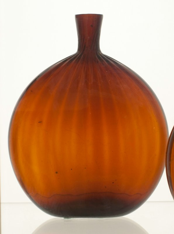 Grandfather's flask, deep amber, 24 vertical ribs; attributed to Zanesville; bottle and dishes from Ohio Manufacturers, 159 items in all, from the Walter Douglas Collection in Centerville, Ohio