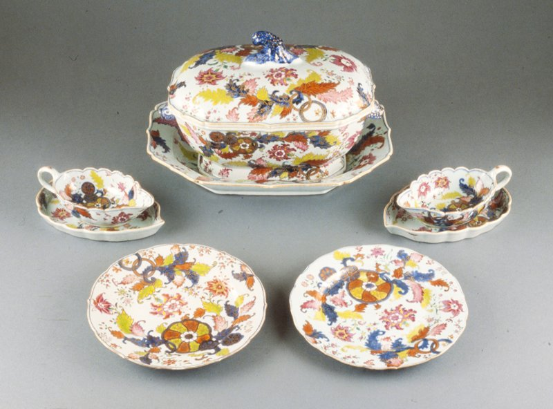 decorated in 'Tobacco Leaf' pattern; Chinese export-ware