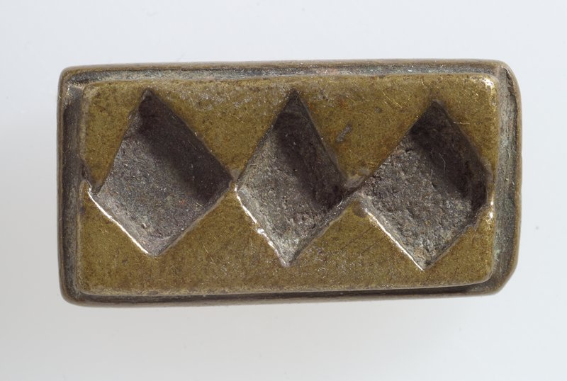 One of 37 gold weights, bronze, various sizes; pattern three diamonds