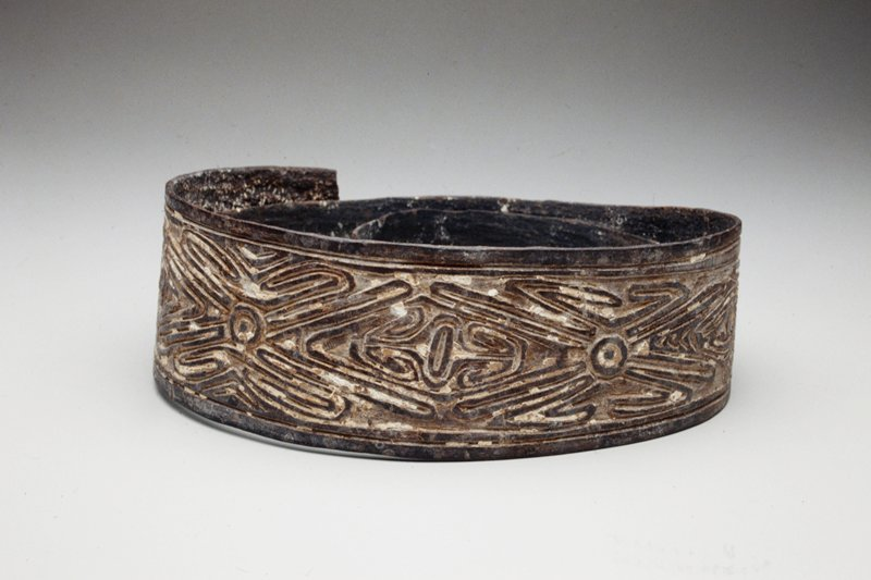 Bark Belt (tite bae), bark with pigments on exposed surfaces; L.47 x W.3in. From Gope area(?). Part of men's ceremonial dress.