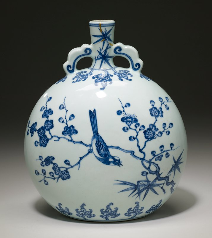 Moon Flask, porcelain, Ching Dynasty, Yung Cheng Period. Porcelain underglaze blue and white ware in Ming style of XVI century. Japanese gold lacque repair to neck.