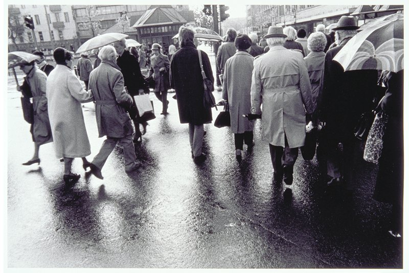 street scene, crowd from the back
