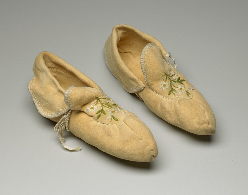 light-colored hide; ribbon ties; gathered at tongue; 3-flower bouquet embroidered on each moccasin, in green, white and tan