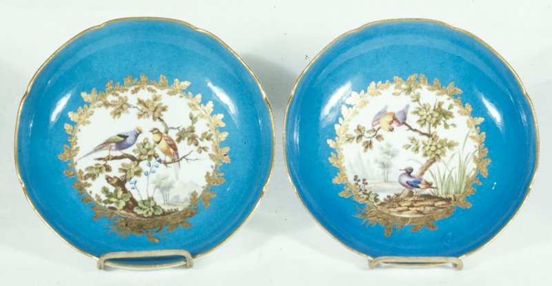 deep; eight foil; turquoise blue with a large central medallion reserved in white, wreathed with gold leaves and painted with two birds in a landscape, differing from scene on dish 44.42.3; blue underglaze