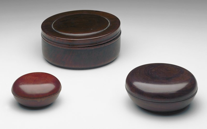 round wood box with lid; lip at box bottom; convex circle on box top